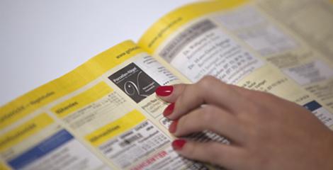 Gelbe Seiten von Stuttgart suche nach Nagelstudio Stuttgart mit roten Fingernägeln.